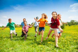 4 children running